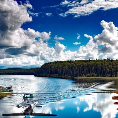 Wasserflugzeug im Landeanflug soll eine Landingpage verdeutlichen