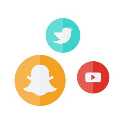 Logos von Snapchat, Twitter sowie Youtube